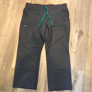 Gently used kade cargo scrub pants short graphite
